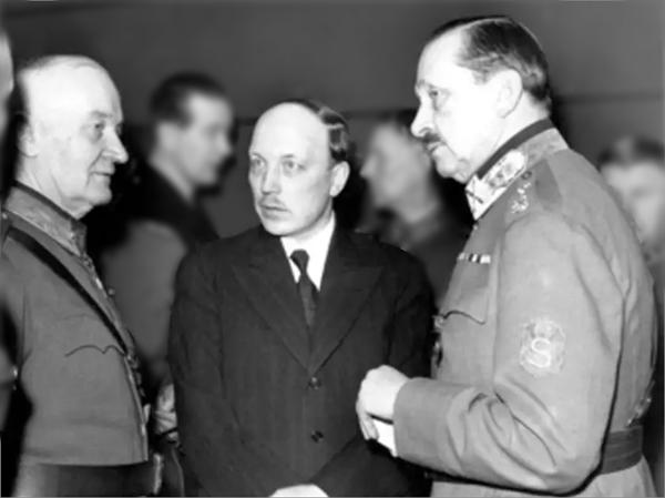 Mannerheimia kävivät Päämajassa tapaamassa mm. pääministeri Ryti sekä kenraalimajuri Walden