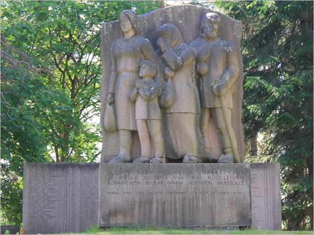 Evakossa kuolleille lappilaisille on pystytetty muistomerkkejä Ruotsin lisäksi mm. Rovaniemellä kuvassa Kittilässä Ranualla ja Posiolla kuva Rovaniemen kaupunki.