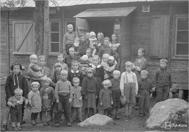 Sotiemme perinne_Lapin sota_suomalaisevakkoja Haaparannassa syksyllä 1944.