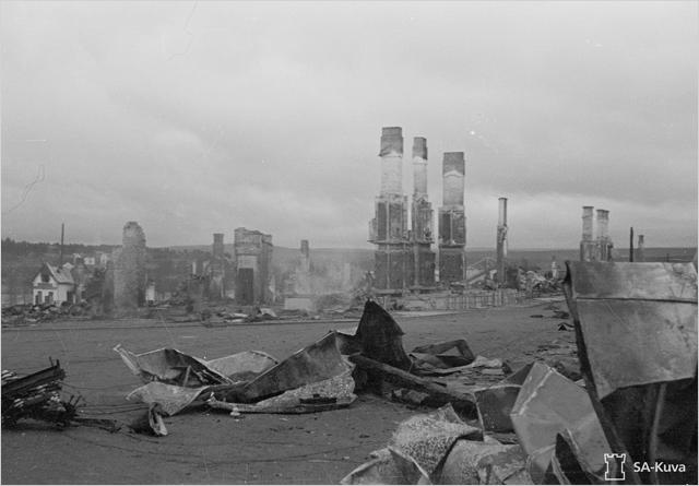 Saksalaisten Lapin sodassa hävittämää Rovaniemeä 16.10.1944.